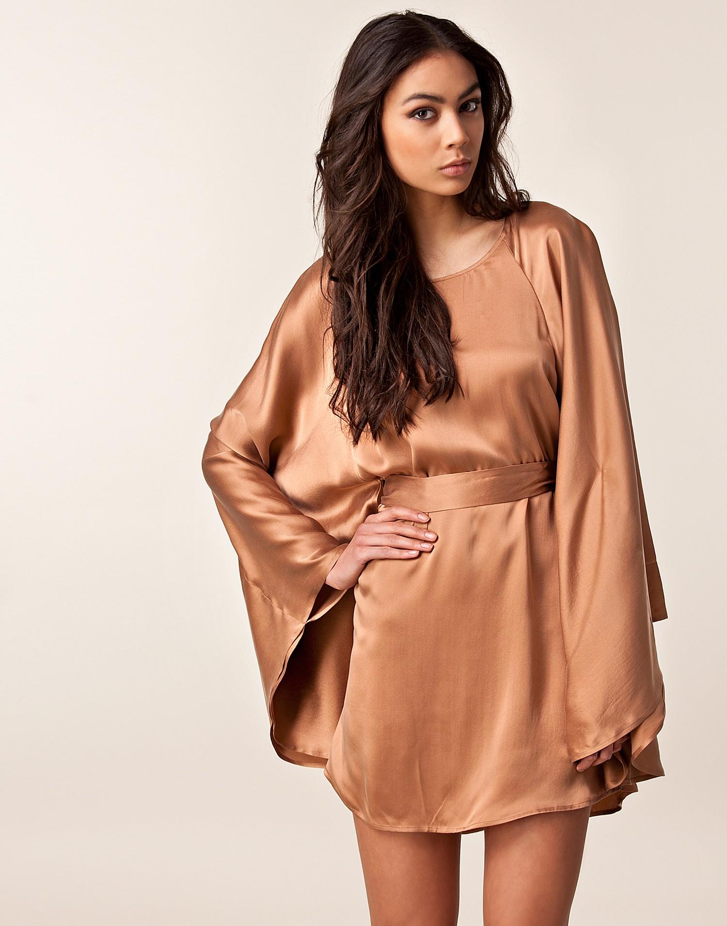 3de6b1702e Női kosztüm, szoknya, nadrág, blúz, kabát – Vespucci