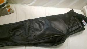 fekete bőrnadrág