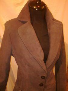 karcsúsított női velúr blézer (2)