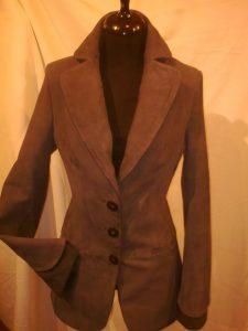 karcsúsított női velúr blézer (1)