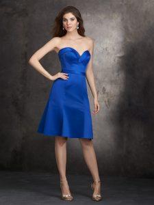 royal kék koszorúslány ruha elölről