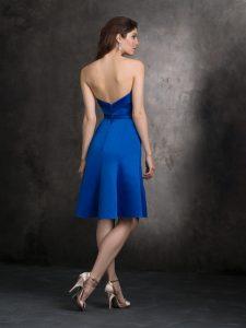 royal kék koszorúslány ruha hátulról